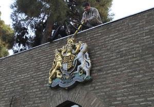 В ходе новой атаки на посольство Британии иранские протестующие прорвали полицейскую блокаду