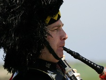 Шотландская полиция объявила бойкот волынщикам