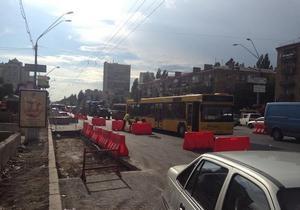 Киевских водителей предупредили об ограничении движение транспорта на проспекте Победы