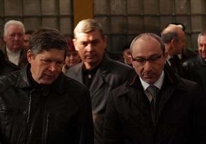 СМИ: Кернеса забросали яйцами на харьковском заводе