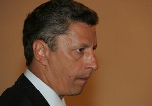 Азаров поручил Бойко начать подготовку к трехсторонним энергетическим переговорам