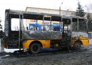 В Житомире дотла сгорела маршрутка