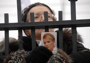НГ: Тимошенко обошла по популярности Януковича