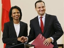 США и Польша отметили соглашение по ПРО грузинским вином