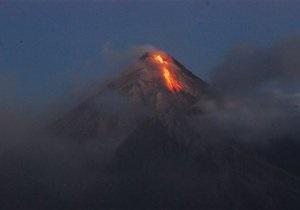 Извержение вулкана на Филиппинах: власти эвакуируют тысячи людей