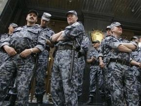 В центре Киева фермер Сергей угрожает самосожжением