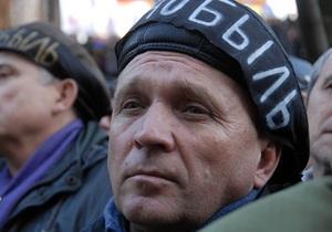 Четверым чернобыльцам, голодающим возле Кабмина, стало плохо (обновлено)