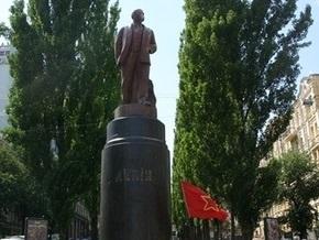 Свобода: Кабмин исключил памятник Ленину в Киеве из реестра достопримечательностей