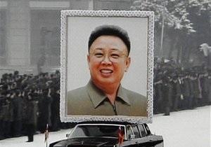В мавзолей Ким Чен Ира поместили его яхту