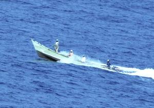 Пираты требуют за освобождение саудовского танкера рекордный выкуп