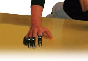 Американский парикмахер изобрел  руки-ножницы