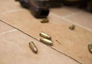 В Киеве мужчина открыл стрельбу в паспортном столе