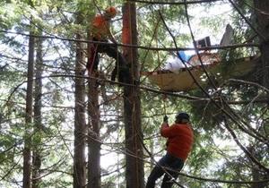 Новости США - странные новости: Житель США застрял на дереве, тестируя летающий стул
