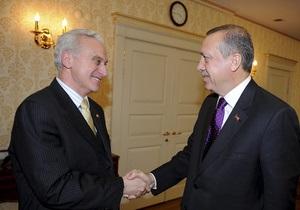 Послу США в Турции посоветовали выучить фразу  мочиться на стену мечети