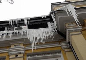 Снег, лед и сосульки: киевские власти обнародовали телефоны служб оперативного реагирования