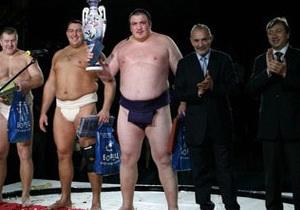 В Москве чемпион Европы по сумо отбился от трех грабителей, напугав их опасными маневрами на дороге