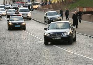 БЮТ: Охранники из кортежа Януковича угрожали людям автоматом