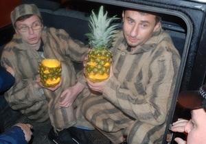 Хэллоуин на Банковой. Беркут задержал активистов КУПР, пытавшихся поздравить Януковича