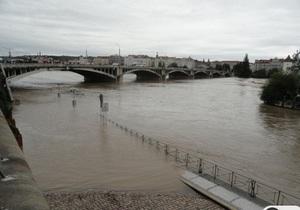 В Праге вода достигла уровня Карлова моста