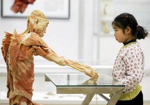 Шокирующая выставка человеческих тел в Киеве: организаторы рекомендуют приводить детей