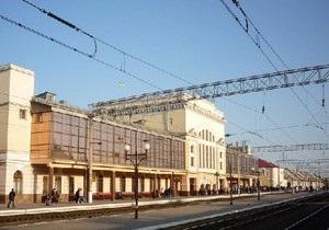 В Тернополе мужчине, который пытался на ходу сесть в поезд, оторвало ногу
