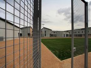 Во Франции заключенный, ожидающий освобождения в 2032 году, взял надзирателя в заложники