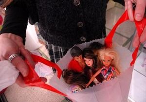 Расовый скандал в США: белокожая кукла Барби стоит дороже, чем чернокожая