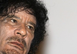 Каддафи поздравил ливийцев с отражением атаки на Триполи: Люди целуют мои портреты. Я отец нации