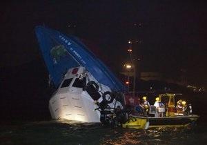 В Гонконге при столкновении парома с лодкой погибли 36 человек