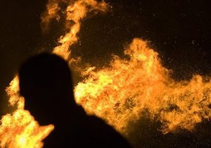 Киевлянин совершил акт самосожжения на кладбище в Черкасской области