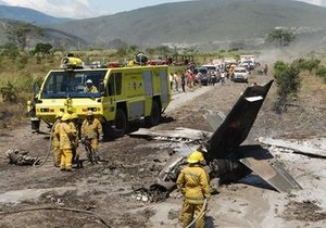 Самолет ВВС Венесуэлы упал в густонаселенной части города