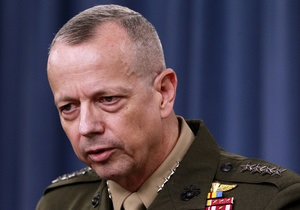 Генерал, замешанный в скандале вокруг экс-главы ЦРУ, покинул военную службу