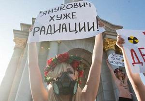 Активистка FEMEN предложила разбомбить Раду во время выступления Януковича