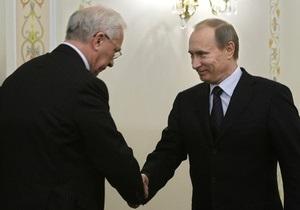 Азаров поздравил Путина с Днем России