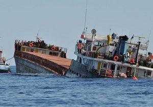 В акватории Ильичевского порта затонула баржа