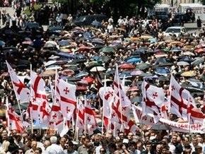 Часть грузинской оппозиции прекратила протестовать