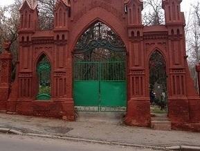 КГГА отменила плату за въезд на кладбища