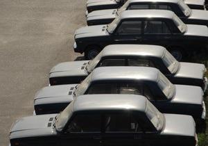 В Киеве неизвестный облил едкой жидкостью 15 машин