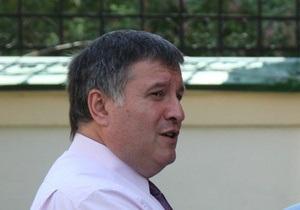 Аваков не намерен просить политубежища за границей