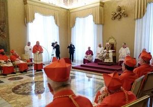 Слишком роскошно: Франциск выразил недовольство папской резиденцией и троном