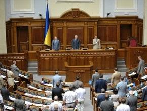 Депутаты спели гимн и ушли на перерыв до 14:00