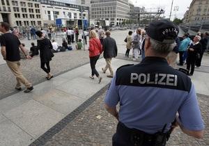 Возле мэрии Берлина полиция застрелила обнаженного мужчину с ножом