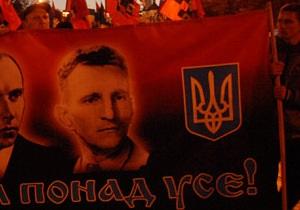 Во Львове неизвестные повредили мемориальную таблицу Шухевичу