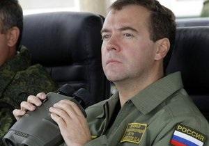 МИД РФ подтвердил захват пиратами российского танкера. Об инциденте доложили Медведеву