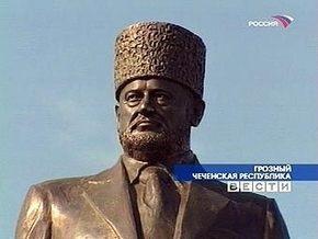 В Грозном демонтировали памятник Ахмату Кадырову