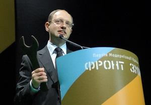 Яценюк считает  бездарной  сдачу Украиной ядерного статуса