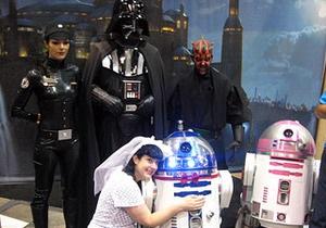 Американка  вышла замуж за робота из Звездных войн