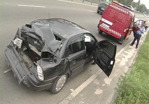 В Киеве троллейбус с пассажирами врезался в авто