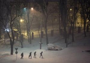 Непогода в Украине - непогода в Украине: Из-за непрекращающегося снегопада многие киевляне провели ночь в пробках