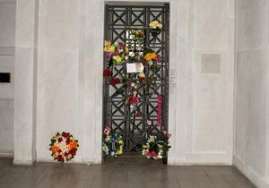 В США на аукцион выставили склеп Элвиса Пресли